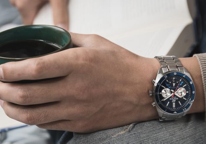 елегантен часовник